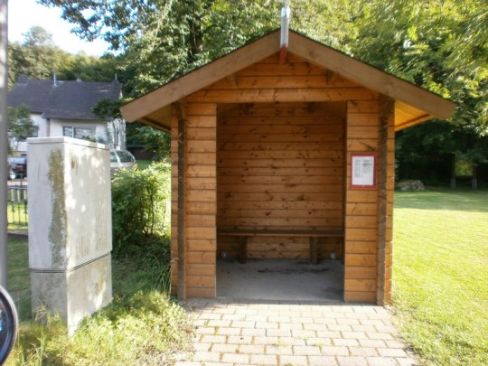 Holzbuiswartehäuschen, Wartehaus, Wartehalle